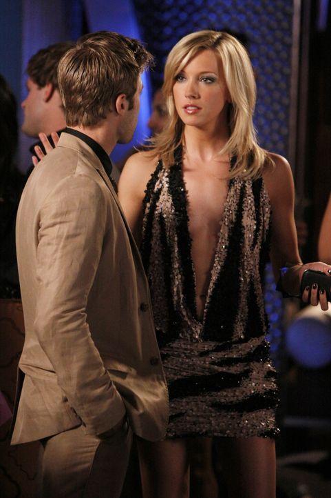 Hoffentlich hat sich Ella (Katie Cassidy, r.) da gerade nicht verplappert - schließlich geht es hier nicht nur um Davids (Shaun Sipos, l.) Leben... - Bildquelle: 2009 The CW Network, LLC. All rights reserved.