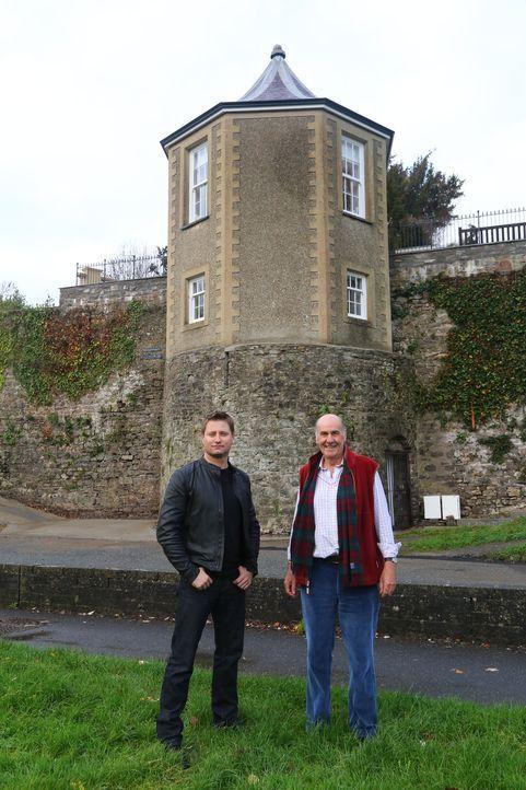 Bereits vor 30 Jahren begann der Geschäftsmann Bruce Woodall (r.) mit der Restaurierung eines georgianischen Pavillons über der mittelalterlichen St... - Bildquelle: Tiger Aspect Productions Ltd MMXIV