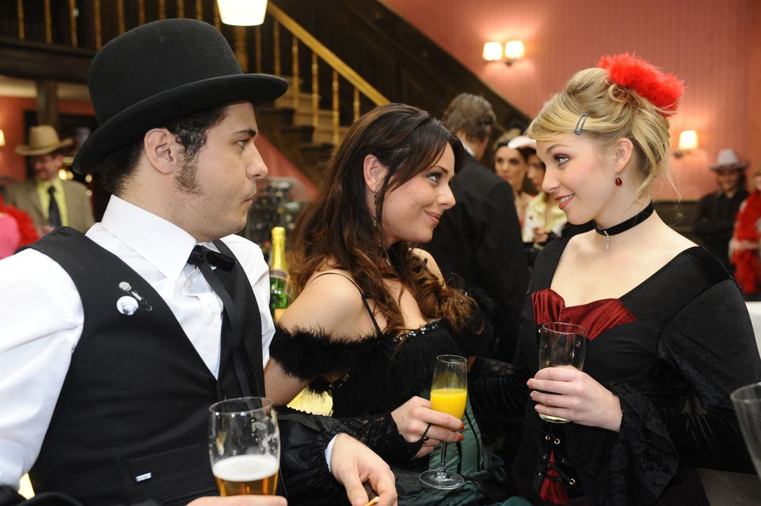 Vermissen Anna und Jonas jetzt schon: (v.l.n.r.) Maik (Sebastian König), Paloma (Maja Maneiro), Lily (Jil Funke) ... - Bildquelle: SAT.1