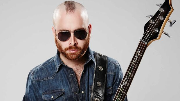 Die-Band-Bassist-Julio-02-ProSieben-Richard-Huebner