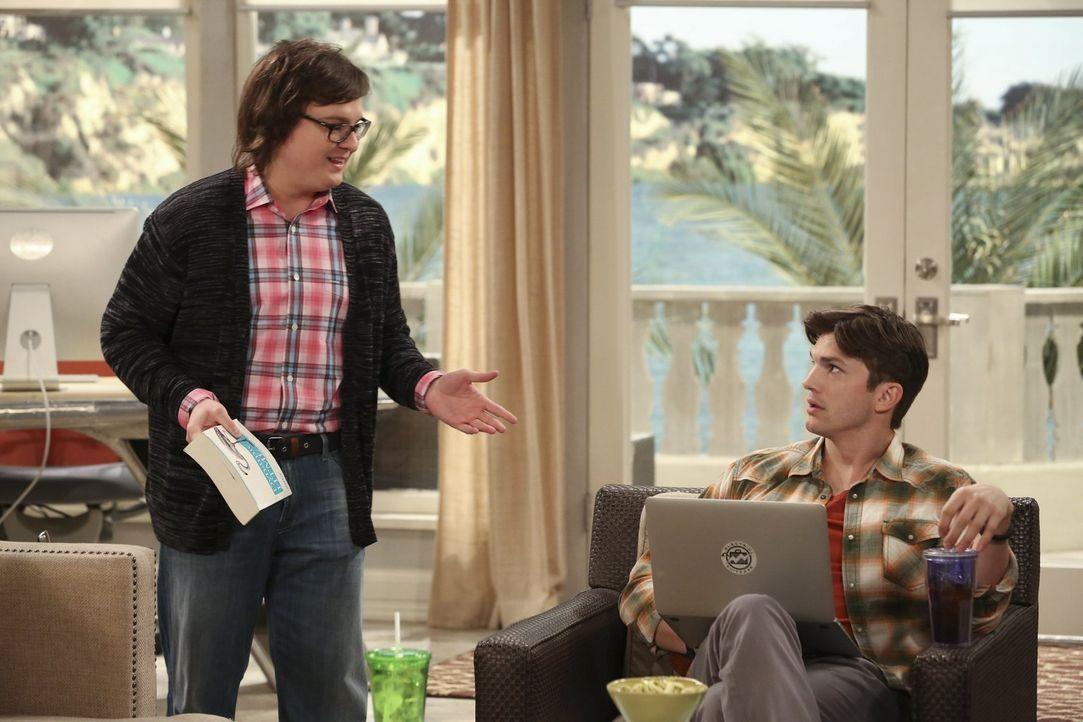 Die Ansichten seines Freundes Barry (Clark Duke, l.) sind für Walden (Ashton Kutcher, r.) einfach manchmal schwer nachzuvollziehen ... - Bildquelle: Warner Brothers Entertainment Inc.