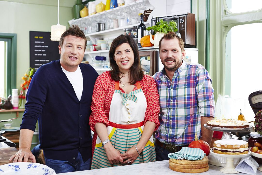 Während Jimmy (r.) Feinkost auf seine ganz eigene Art zaubert, serviert Jamie (l.) ein Gericht mit schottischen Muscheln, Schinken und Salbei. Moder...