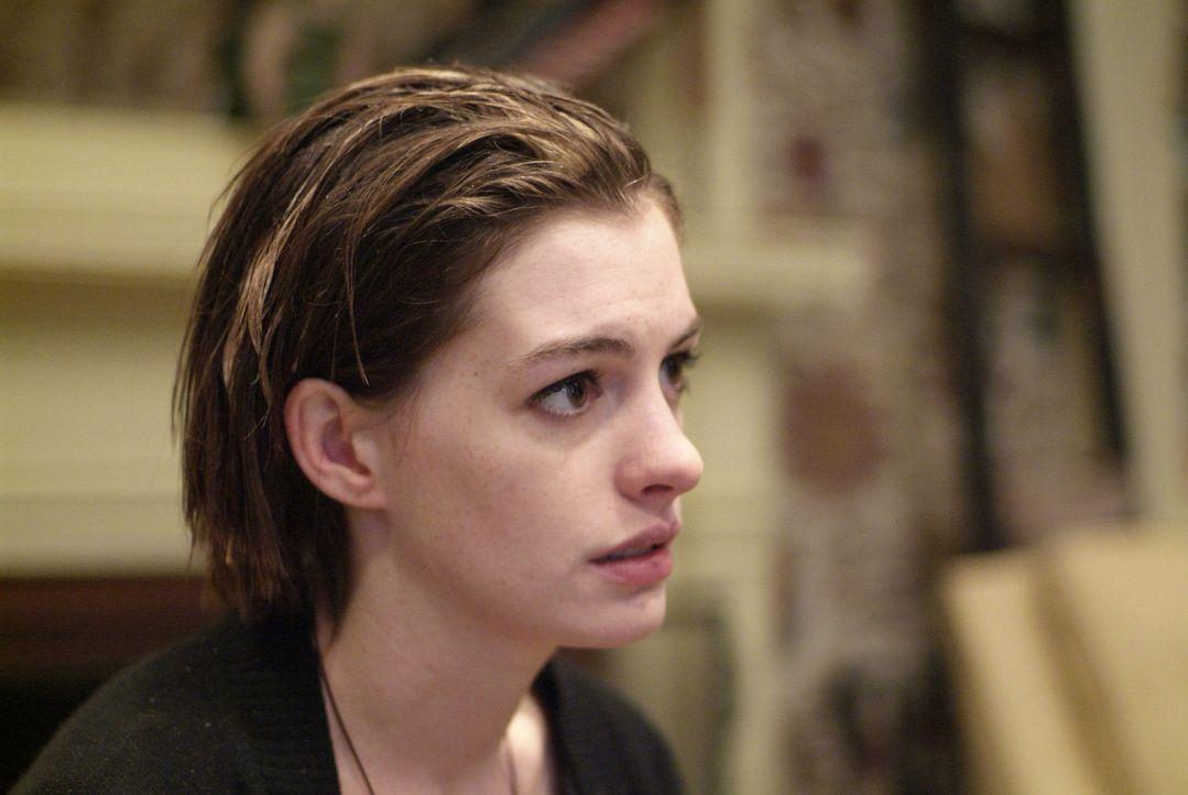 Kym (Anne Hathaway) versteht nicht, dass sie durch ihre Probleme ihrer Schwester so kurz vor der Hochzeit den letzten Nerv raubt ... - Bildquelle: 2008 Sony Pictures Classics Inc. All Rights Reserved.