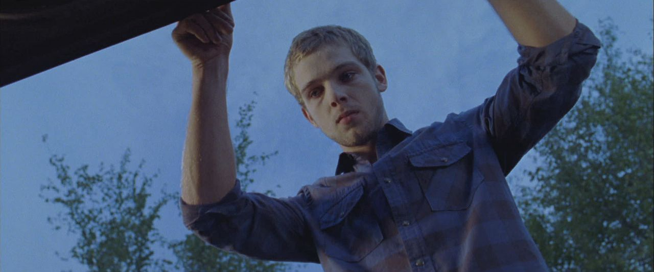 Während Tyler Elissa immer mehr Angst einjagt, scheint Ryan (Max Thieriot) genau der richtige Typ für sie zu sein ... - Bildquelle: 2011 HATES, LLC.  All Rights Reserved.