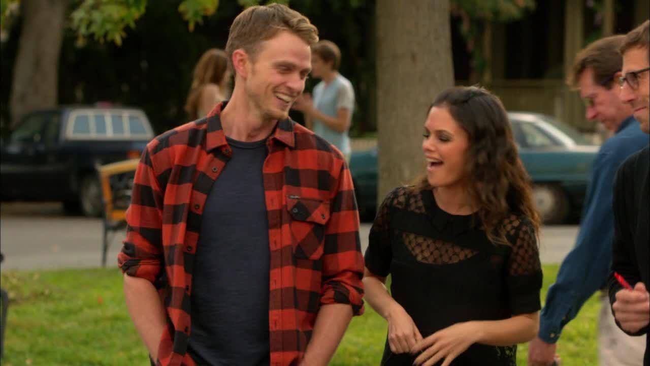 Wade erzählt Zoe, dass er den Sohn seiner Freundin kennen lernt. Zoe: - Bildquelle: Warner Bros. Entertainment Inc.