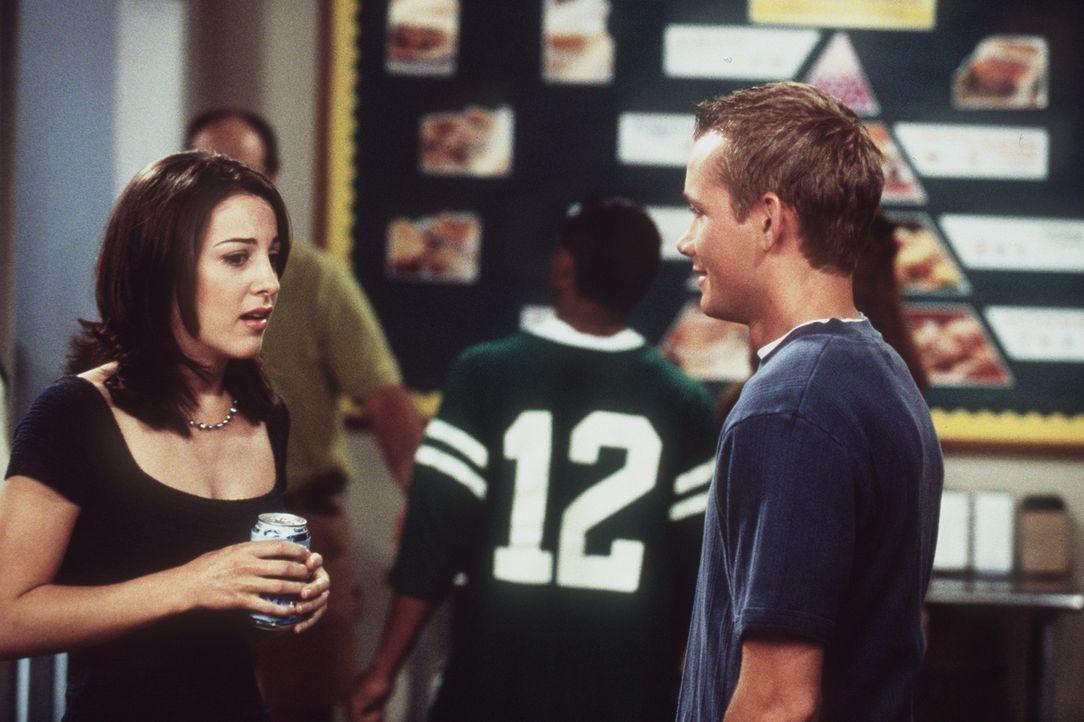 Valerie (Lindsay Sloane, l.) versucht, sich mit Justin (Corbin Allred, r.) zu verabreden. - Bildquelle: Paramount Pictures