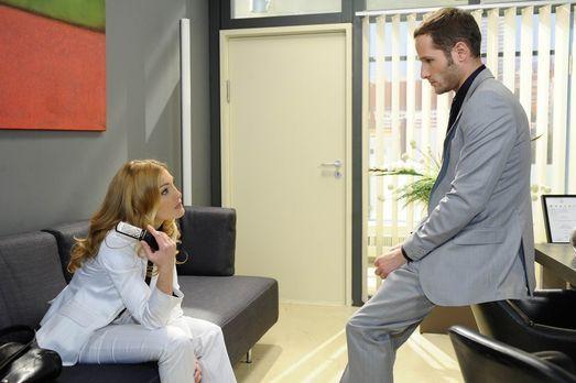 Annett (Tanja Wenzel, l.) steht unter Schock, als ihr bewusst wird, das David...