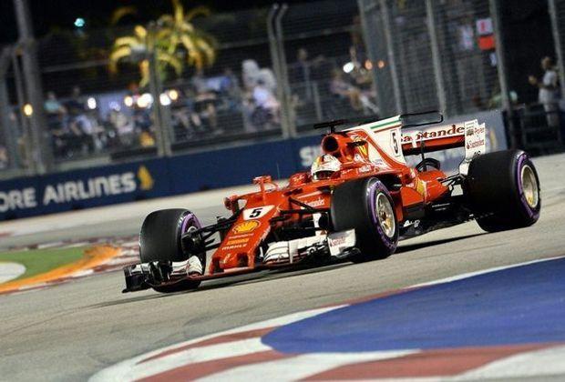 Sebastian Vettel startet in Singapur von der Pole