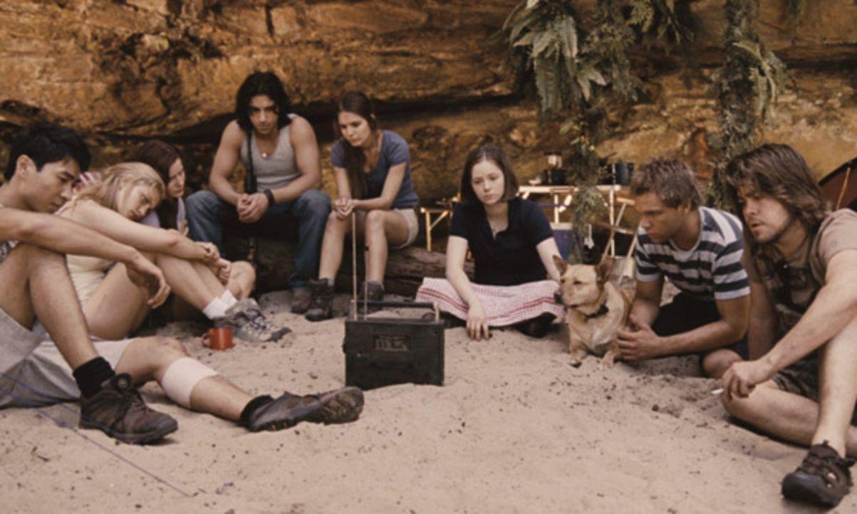 Es sollte ein unbeschwerter Urlaubstrip werden. Doch als eine Gruppe Teenager, (v.l.n.r.) Lee (Chris Pang), Fiona (Phoebe Tonkin), Corrie (Rachel Hu... - Bildquelle: Splendid Film