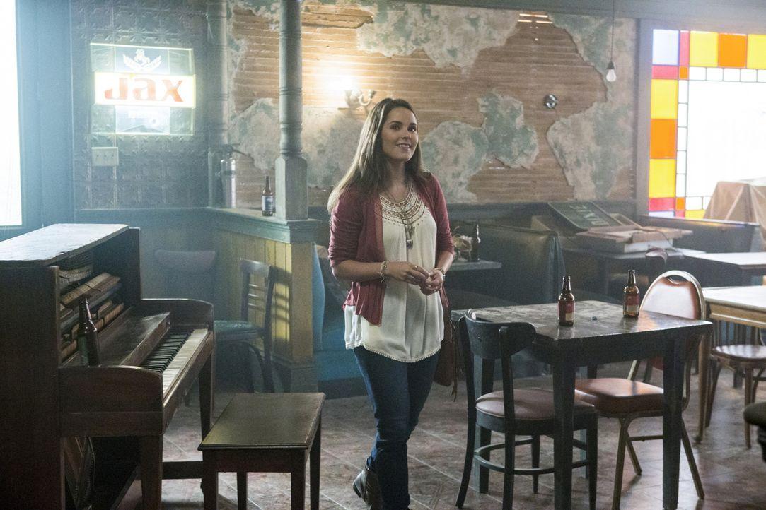 Ihr Vater hat eine ganz besondere Überraschung für sie: Laurel Pride (Shanley Caswell) ... - Bildquelle: Skip Bolen 2015 CBS Broadcasting, Inc. All Rights Reserved