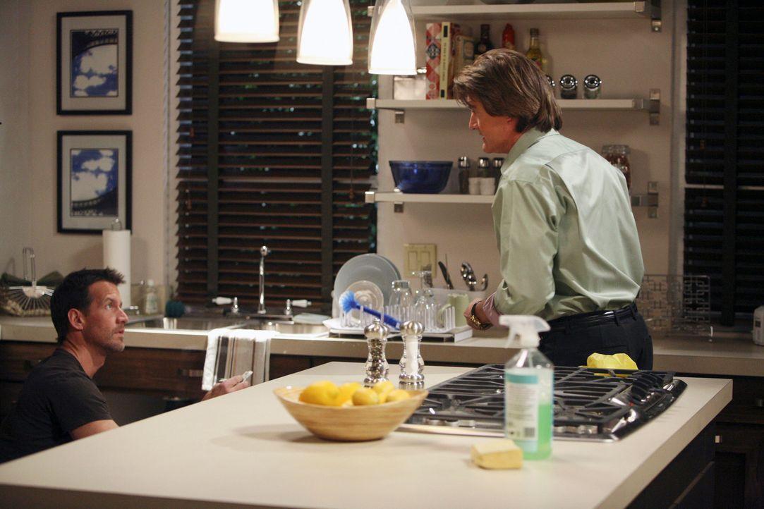 Rückblick: Mike (James Denton, l.) will in Moniques Haus den Abfluss reparieren. Er kann ja nicht Ahnen, dass Orson (Kyle MacLachlan, r.) gerade ihr... - Bildquelle: 2005 Touchstone Television  All Rights Reserved