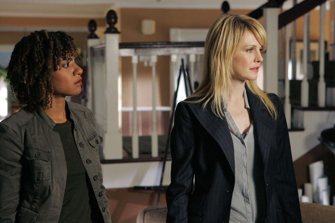 Stehen vor einem Rätsel: Kat Miller (Tracie Thoms, l.) und Lilly Rush (Kathryn Morris, r.) ... - Bildquelle: Warner Bros. Television