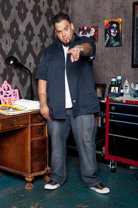 Der Tätowierer Big Gus ist ein wahrer Meister in seinem Handwerk. Zusammen mit zwei Kollegen hat er sich darauf spezialisiert, misslungene Tattoos a... - Bildquelle: 2012 Spike Cable Networks Inc. All Rights Reserved.