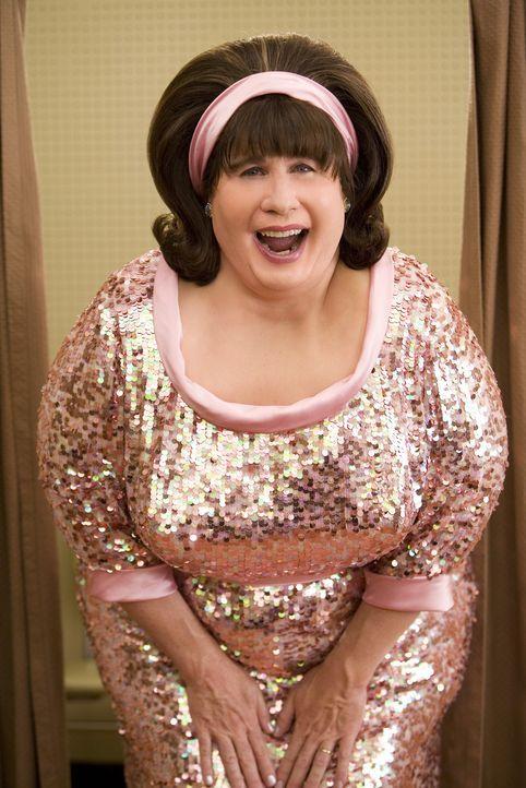 Glaubt nicht an den Erfolg ihrer übergewichtigen Tochter: Edna Tumblad (John Travolta) ... - Bildquelle: Warner Brothers International Television Distribution Inc.