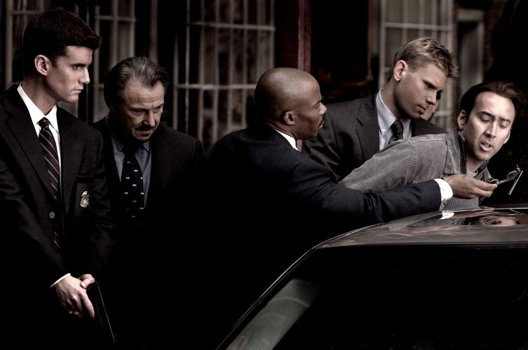 Ben Gates (Nicolas Cage, r.) ist auf der Suche nach einem sagenumwobenen Schatz. Sein rücksichtsloser Gegenspieler Ian Howe, der es nur auf den Rei... - Bildquelle: Buena Vista International.  All Rights Reserved