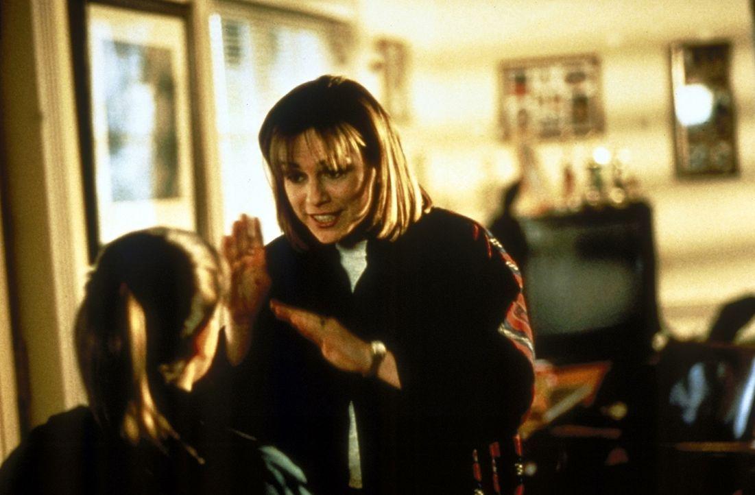Die arme kleine Tara (Jamie Renée Smith, l.) leidet darunter, gehörlos zu sein, und wird meist von ihren Klassenkameraden gehänselt. Selbst Susie...
