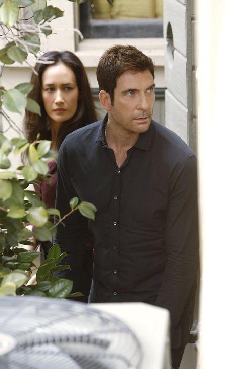 Ermitteln in einem neuen Stalking-Fall: Detective Jack Larsen (Dylan McDermott, r.) und Lieutenant Beth Davis (Maggie Q, l.) ... - Bildquelle: Warner Bros. Entertainment, Inc.