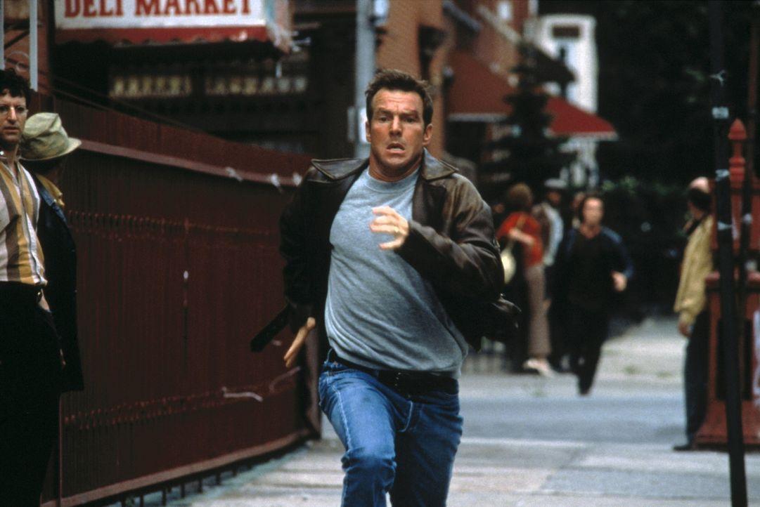 Feuerwehrmann Frank Sullivan (Dennis Quaid) rennt um sein Leben - in der Zukunft ... - Bildquelle: New Line Cinema