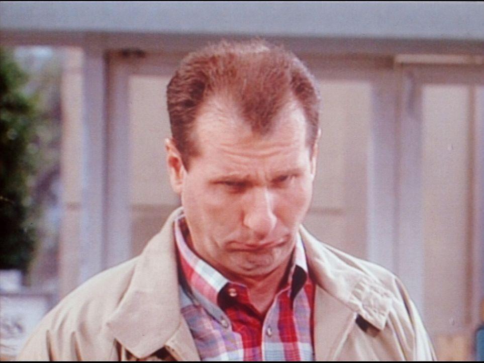 Al (Ed O'Neill) kann nicht glauben, dass sein Sohn so viel Geld besitzt. - Bildquelle: Columbia Pictures