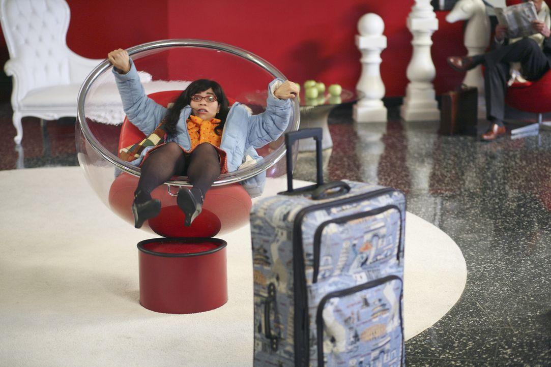 Mit viel (Miss)Geschick zieht Betty (America Ferrera) die Blicke auf sich ... - Bildquelle: Buena Vista International Television