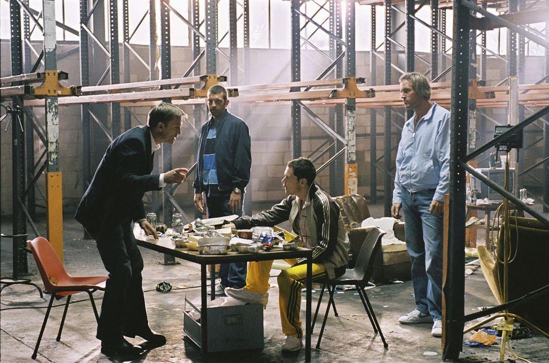 Nachdem ein namenloser Kokainhändler (Daniel Craig, l.) sich mit viel Arbeit und Geschick nach oben gehangelt hat, plant er, sich zur Ruhe zu setzen... - Bildquelle: 2004 Columbia Pictures Industries, Inc. All Rights Reserved.