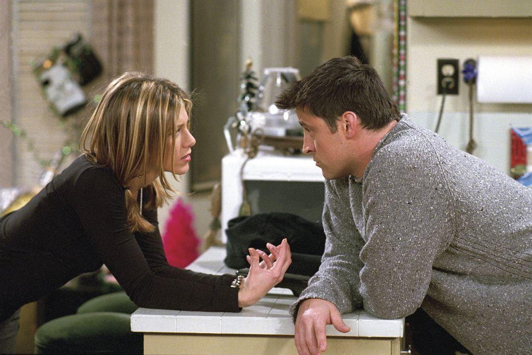 Rachel (Jennifer Aniston, l.) ist völlig verwirrt: Seit sie schwanger ist, denkt sie nur noch an Sex. Sie geht beinahe sogar mit Joey (Matt LeBlanc... - Bildquelle: TM+  WARNER BROS.
