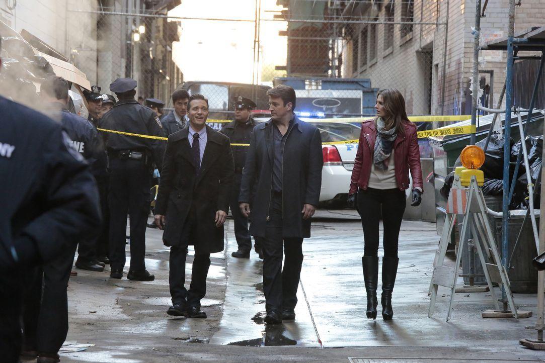 Noch ahnen Kevin (Seamus Dever, l.), Castle (Nathan Fillion, M.) und Kate (Stana Katic, r.) nicht, mit wie vielen Verdächtigen sie es zu tun haben w... - Bildquelle: Richard Cartwright ABC Studios