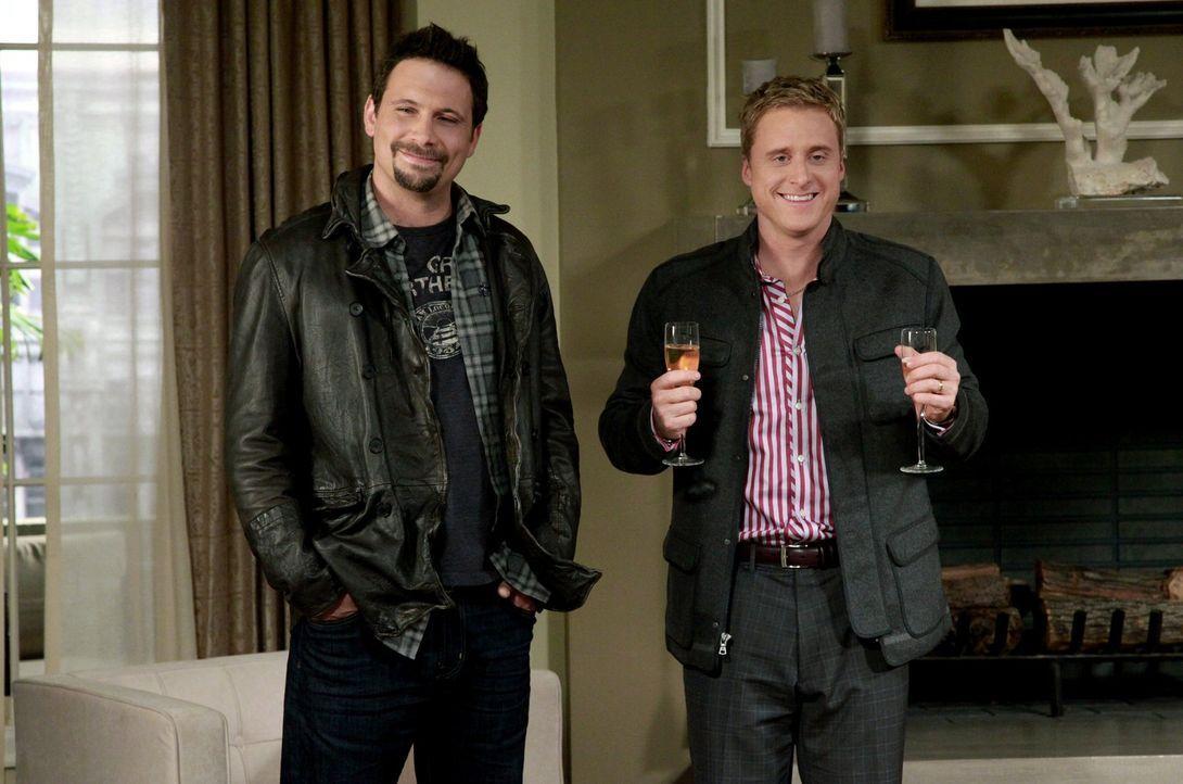Eine tolle Zeit steht ihnen bevor: George (Jeremy Sisto, l.) Noah (Alan Tudyk, r.) ... - Bildquelle: Warner Bros. Television