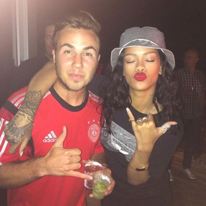 Die schönsten Selfies des WM-Sieges: Mario Götze mit Rihanna - Bildquelle: Instagram
