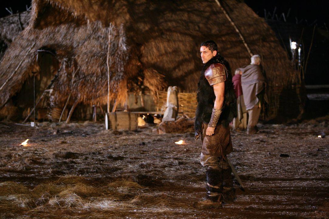Schon bald muss Kainan (James Caviezel) erkennen, dass er ein todbringendes Monster auf die Erde mitgebracht hat, das erst Ruhe gibt, wenn alle Erde... - Bildquelle: Telepool