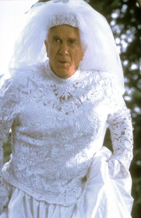 Der liebenswerte Millionär Mr. Magoo (Leslie Nielsen) hat nur einen Fehler: Er sieht so gut wie nichts mehr und ist zu eitel, um eine Brille zu tra... - Bildquelle: Walt Disney Pictures