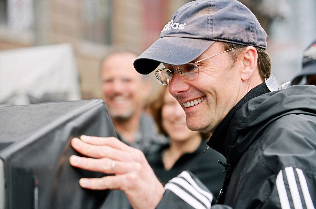 Regisseur Les Mayfield bei der Arbeit ... - Bildquelle: 2005 Warner Brothers