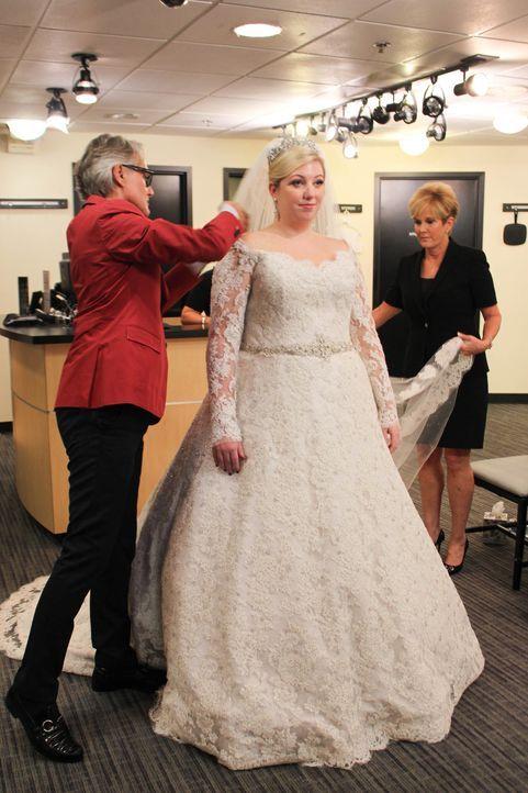 Lori (r.) ist in ihrem Element, als ihr Sohn Corey und Becca (M.) heiraten. Auch wenn sie eigentlich kein Entscheidungsrecht hat, weiß sie ganz gena... - Bildquelle: TLC & Discovery Communications
