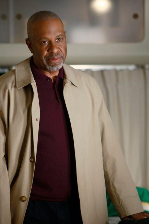 Da Derek weiterhin nicht zur Arbeit erscheint, steht Richard (James Pickens Jr.) kurz vor einem Nervenzusammenbruch. Er sieht nur noch einen Ausweg... - Bildquelle: Touchstone Television