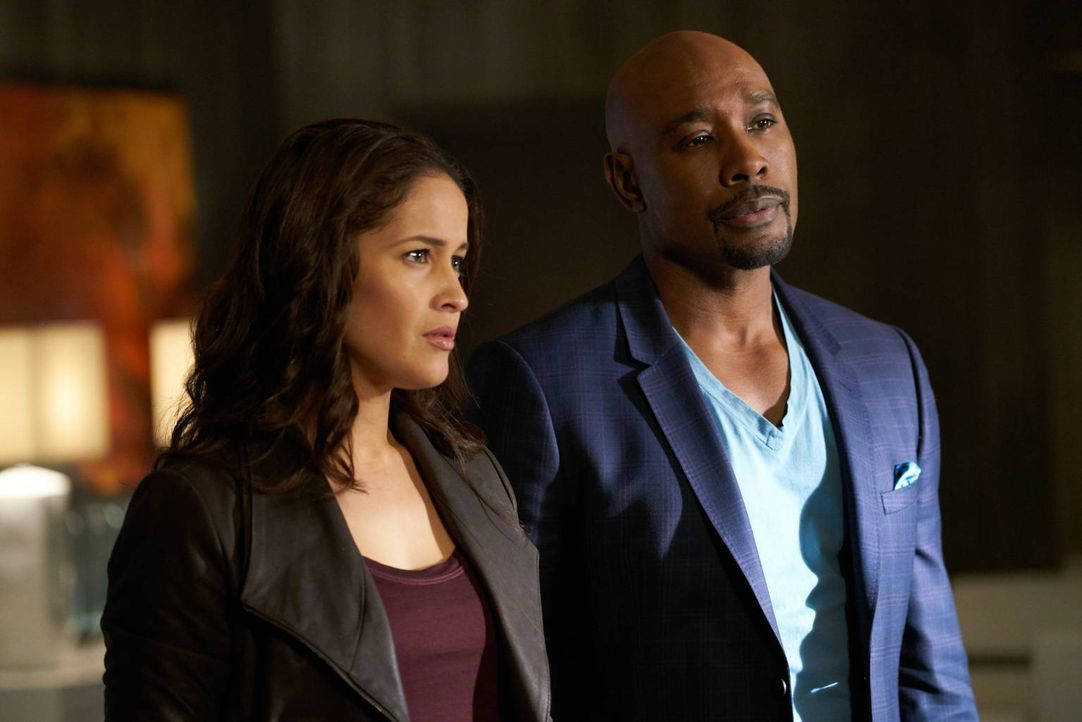 Zwischen Villa (Jaina Lee Ortiz, l.) und Rosewood (Morris Chestnut, r.) knistert es gewaltig, trotz eines komplizierten Mordfalls. Doch das erste ri... - Bildquelle: 2015-2016 Fox and its related entities.  All rights reserved.