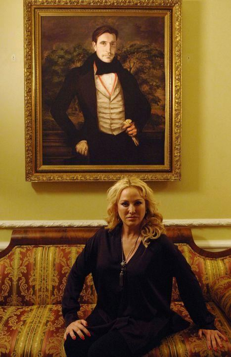 Will endlich Rache nehmen: Penelope (Virginia Madsen) ... - Bildquelle: 2013 Lifetime Entertainment Services, LLC. All rights reserved.