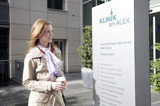 Klinik am Alex - Luisa Keller (Jana Voosen) freut sich auf ihren ersten Tag i...