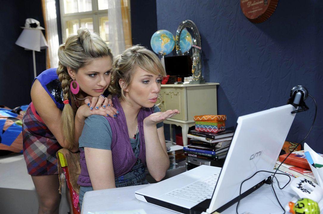 Obwohl Mia (Josephine Schmidt, l.) und Lily (Jil Funke, r.) Jojo sehr vermissen, versuchen sie tapfer zu sein ... - Bildquelle: SAT.1