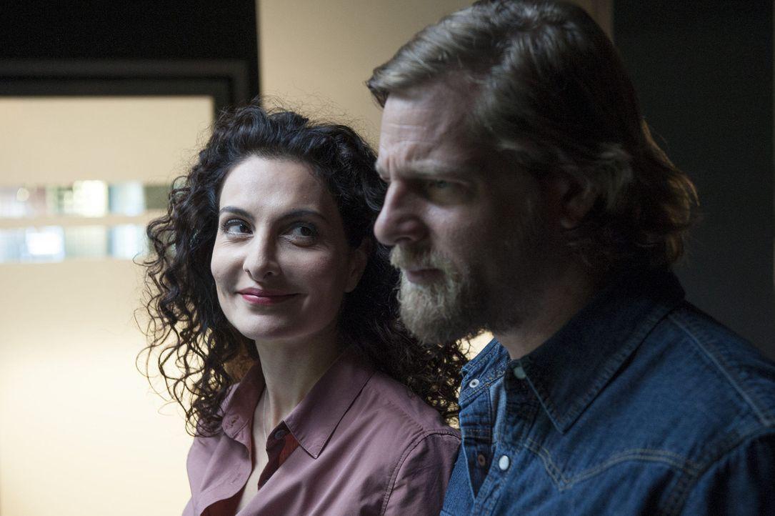 Haben Mick (Henning Baum, r.) und Tanja (Proschat Madani, l.) eine Chance? - Bildquelle: Martin Rottenkolber SAT.1