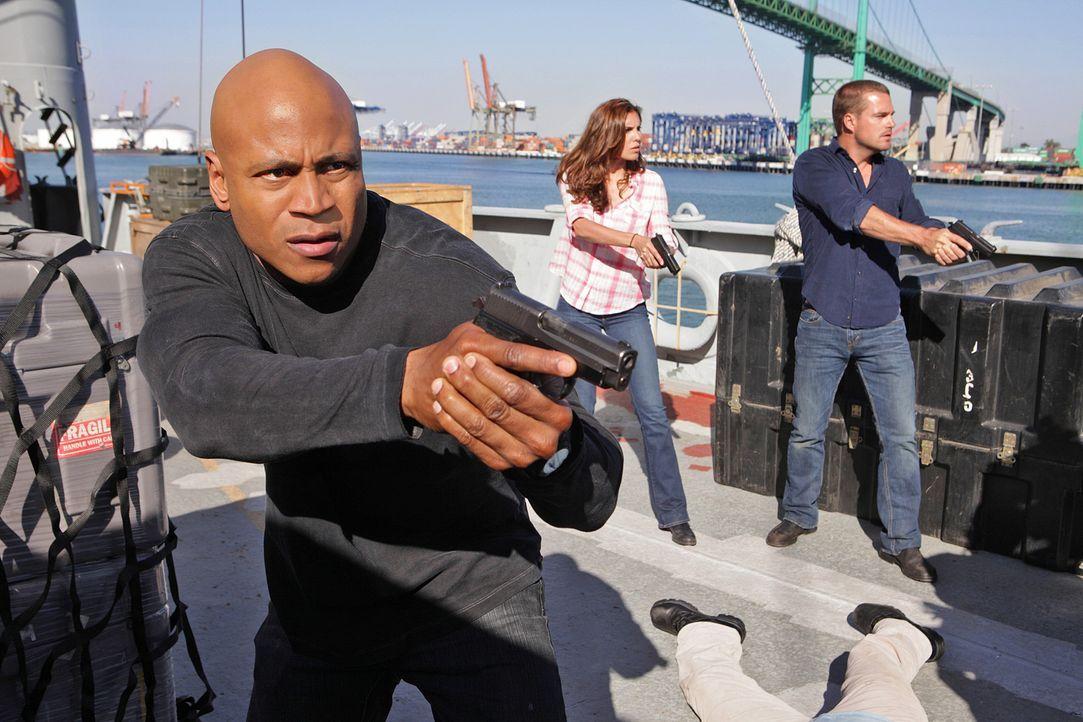 Ermitteln erneut in einem neuen Fall:  Sam (LL Cool J, l.), Kensi (Daniela Ruah, M.) und Callen (Chris O'Donnell, r.) ... - Bildquelle: CBS Studios Inc. All Rights Reserved.