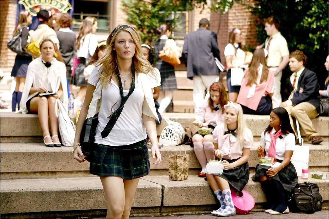 Serena (Blake Lively) wird schon am ersten Schultag zum Gesprächsthema Nummer eins, denn sie hat sich erneut von Dan getrennt ... - Bildquelle: Warner Brothers