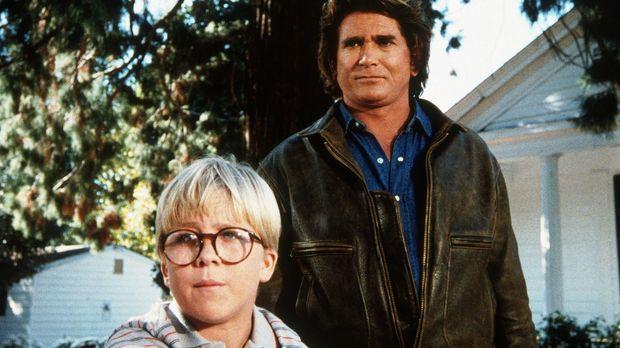 Ridley (Peter Billingsley, l.), der kleine Wichtigtuer, erzählt Jonathan (Mic...