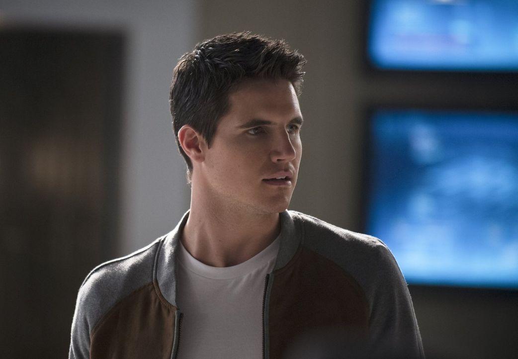 Ronnie (Robbie Amell) offenbart seine böse Seite und gerät somit wieder ins Visier von Flash ... - Bildquelle: Warner Brothers.