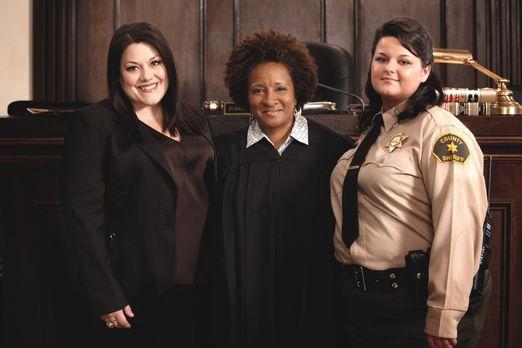 Drop Dead Diva - Jane (Brooke Elliott, l.) und Judge Yvonne Wright (Wanda Syk...