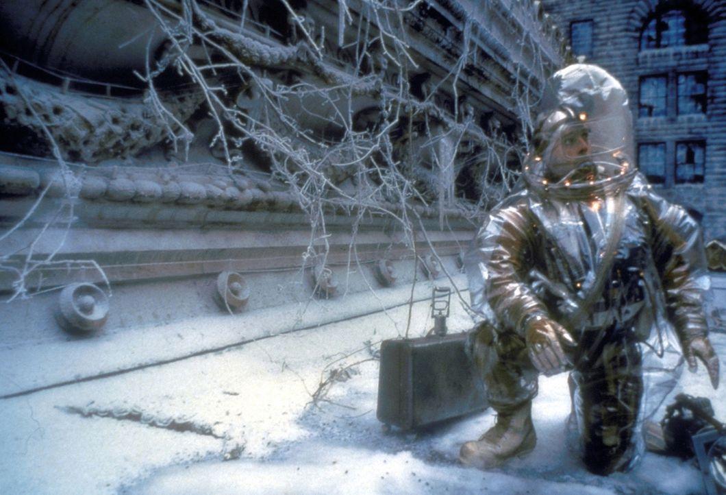 Aus den Tiefen der Erde kehrt James Cole (Bruce Willis) auf die winterliche Erdoberfläche zurück, um die Drahtzieher der Viruskatastrophe ausfindi...