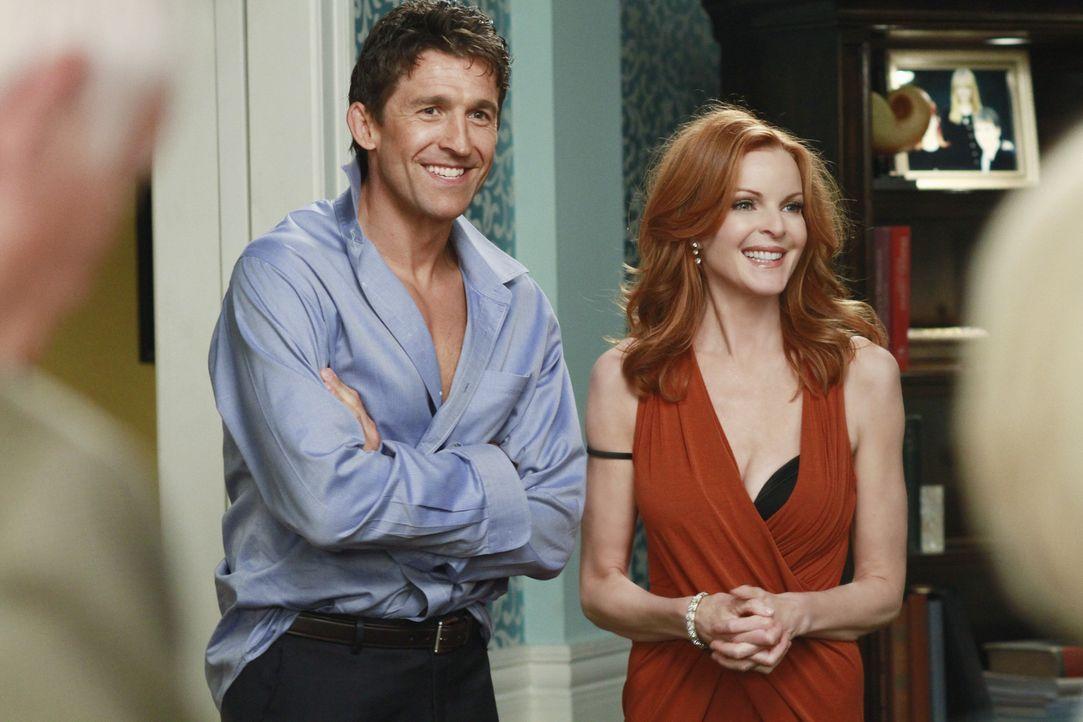 Bree (Marcia Cross, r.) erfährt, dass der Fortschritt von Chucks (Jonathan Cake, l.) Scheidung anscheinend nur von der Stimmung seiner Ex-Frau Dore... - Bildquelle: ABC Studios