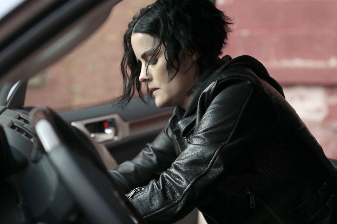 Nachdem Oscar damit drohte, Weller zu ermorden, bleibt Jane (Jaimie Alexander) nichts anderes übrig, als ihr eigenes Team auszuspionieren. Da wird a... - Bildquelle: Warner Brothers