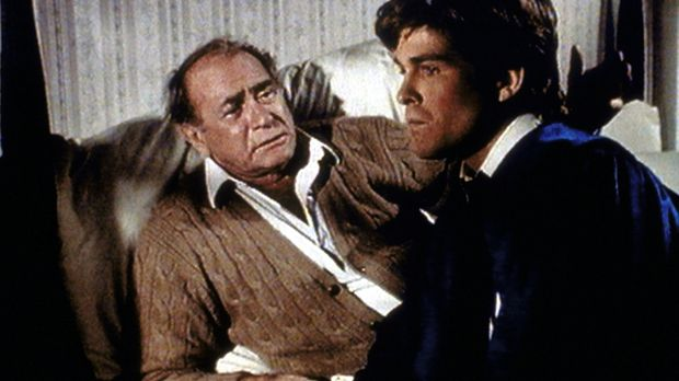 Im Traum erkennt Hale (Darren McGavin, l.), was er bei seinem Sohn Louis für...