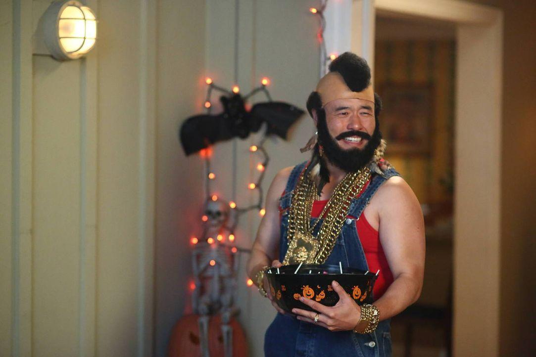 Die Vorbereitungen für Halloween sind im vollen Gange, deshalb hat Louis (Randall Park) auch kein Gehör für Jessica, die das Haus, dass mittlerweile... - Bildquelle: 2015-2016 American Broadcasting Companies. All rights reserved.