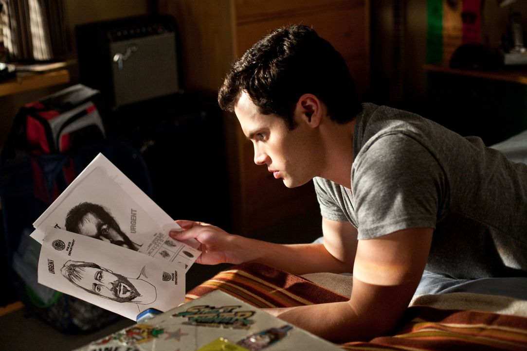 Beinahe zu spät erkennt Michael (Penn Badgley), dass sich der nette und hilfsbereite Stiefvater jederzeit in einen blutrünstigen Psychopathen verwan... - Bildquelle: 2009 Screen Gems, Inc. All Rights Reserved.